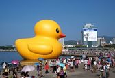 Giant Rubber Duck Visits Taiwan — Stock Photo