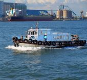 Small Pilot Boat in Kaohsiung Harbor — Stock Photo