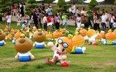 Cute Garden Gnomes Promote Fruit — ストック写真