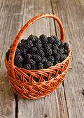 Blackberries in basket — 图库照片