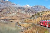 Trainen in alpen. — Stockfoto