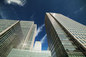 Wolkenkrabbers in canary wharf, london docklands. — Stockfoto