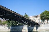 在巴黎桥. — 图库照片
