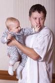 Muž a dítě. — Stock fotografie