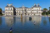 Palacio de luxemburgo en parís. — Foto de Stock