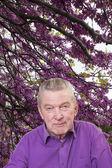 Senior man in garden. — Stock Photo