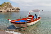 Boat at sicilian coast. — Stock fotografie