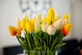 Foto de época de tulipanes ramo primavera — Foto de Stock