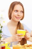 Beautiful young woman drinking tea — Stock Photo