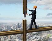 站在建筑工地上的商人 — 图库照片