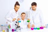 Team of scientists working in laboratory — Stock fotografie