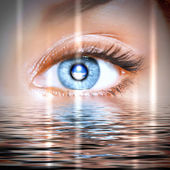 Eye overlooking water scenic — Stock Photo
