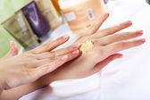 ženské ruce a manikúra související objekty — Stock fotografie