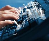 Datorns tangentbord och sociala mediebilder — Stockfoto