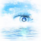 Eye overlooking water scenic — Stock Photo