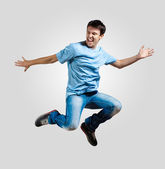 Jeune homme dansant et sautant — Photo