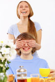 Ungt par hemma tillsammans — Stockfoto