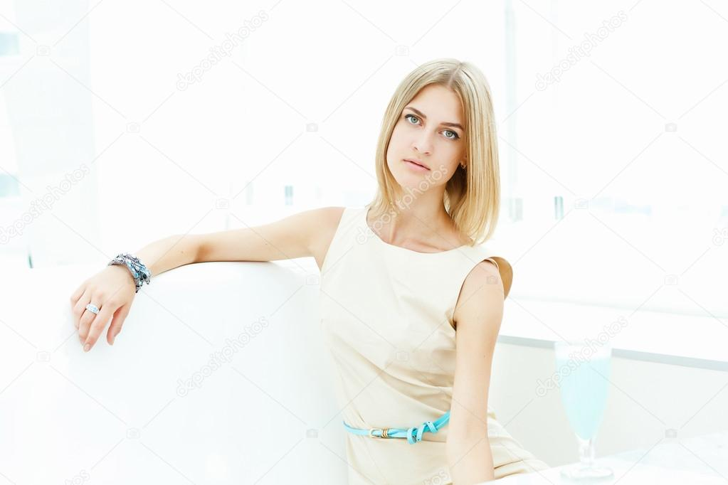 Portrait of a young blond woman sitting in cafe — Stock Photo #14136602