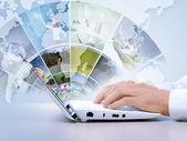 мультимедийная концепция с современный ноутбук — Стоковое фото
