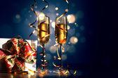 Bardak şampanya yılbaşı partisinde — Stok fotoğraf