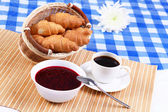 Continental breakfast with croisant and black coffee — Stock Photo