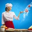 Azji kobieta kucharz z nożem — Zdjęcie stockowe