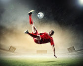 Football player striking the ball — 图库照片