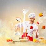 Азиатские девушки приготовления пищи с магии — Стоковое фото