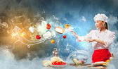 アジアの女性が魔法で調理 — ストック写真