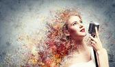 Rubia cantante — Foto de Stock