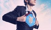 シャツの下にスーパーマンのスーツを示す実業家 — ストック写真