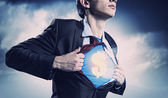 Süpermen takım forması altında gösterilen işadamı — Stok fotoğraf