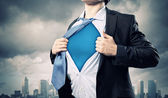Uomo d'affari giovane supereroe — Foto Stock
