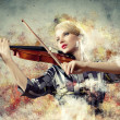 Gorgeous woman playing on violin — 图库照片