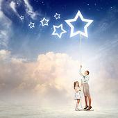Rodzina ciągnięcie liny z symbolem gwiazdy — Zdjęcie stockowe