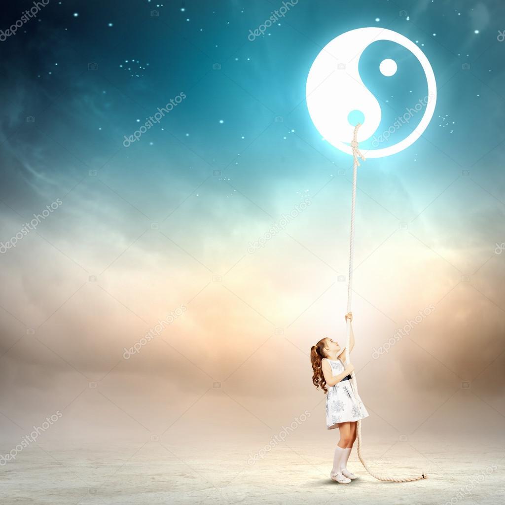 符号的白裙子的小女孩的形象