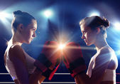 Two women boxing in ring — Stock Photo