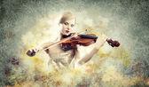 Hermosa mujer tocando el violín — Foto de Stock
