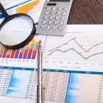 zakenman werkplek met papieren — Stockfoto