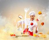 Aziatische vrouw koken met magie — Foto de Stock