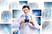 Medico con macchina fotografica — Foto Stock