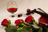 Red roses and a violin — Stock Photo