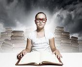 Girl reading book — Stock fotografie