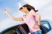Vrouw in auto — Stockfoto