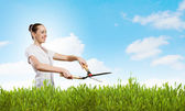 Woman cutting lawn — Stock Photo