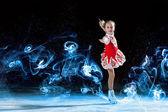 маленькая девочка фигурного катания — Стоковое фото