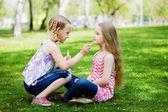 Meninas no parque — Foto Stock