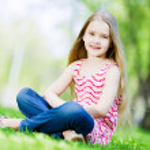 Little girl in park — Stock Photo #41132869