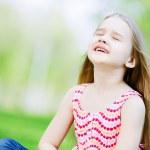 Little girl in park — Stock Photo #41135509