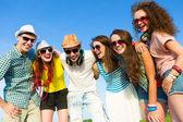 Grupp ungdomar — Stockfoto